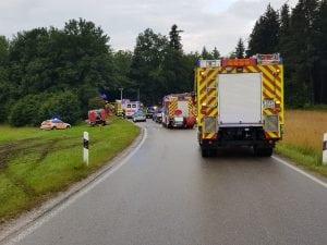 Schwerer Verkehrsunfall, eine Person eingeklemmt