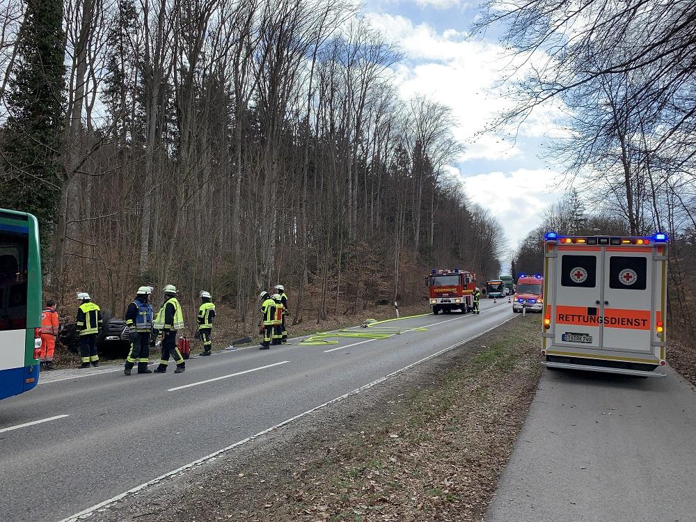 Verkehrsunfall Bus gg. PKW mit Überschlag